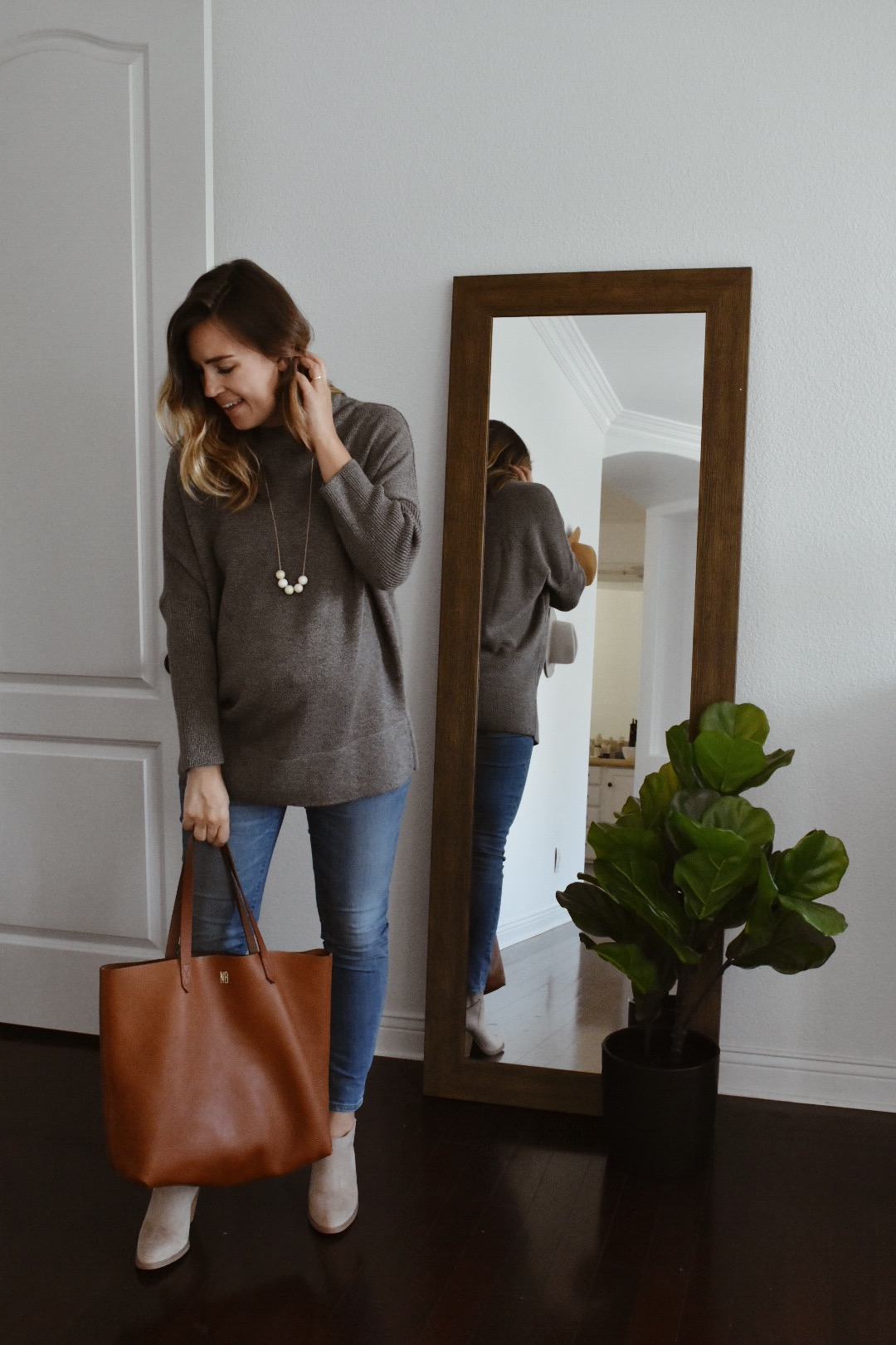 0be19118dd7ca6 As soon as I saw the new Minimal Capsule from VETTA, I knew this sweater  needed to be mine! I literally ordered it the day it came out and am so, ...